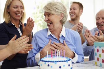 Offrez-lui un anniversaire personnalisé pour seniors
